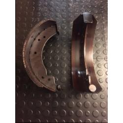 Bromsbackar 300x90 mm för invändig bromscylinder
